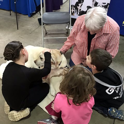 Pet-Therapy-Syracuse-Kids_Expo_Lea 1